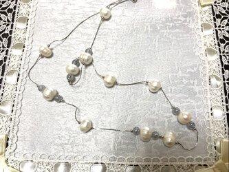 大粒淡水パールと水晶のネックレスの画像