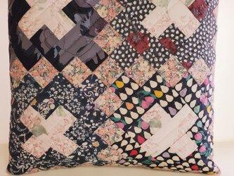 パターン《クリスチャンクロス》のクッションカバー ピンク の画像