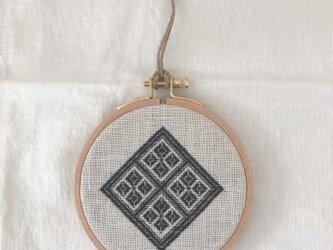 こぎん刺しの刺繍枠飾りの画像