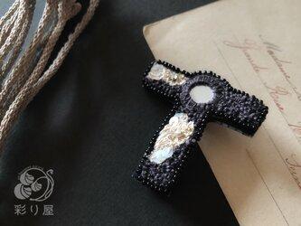 ブローチ【十字架】タウ型黒の画像