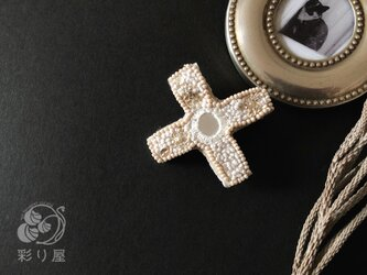 ブローチ【十字架】ロレーヌ型白の画像