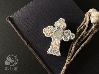 ブローチ【十字架】グレーの画像