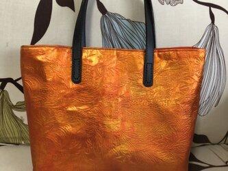 アンズルーム★ハンドメイド★ちょっと豪華な トートバッグ★ハンドバッグ★着物 帯リメイク★オレンジ系 光沢★A4サイズの画像