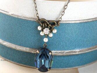 アンティークジュエリーのように。ヴィンテージ モンタナブルー グラスストーン パール ネックレス ペンダントの画像
