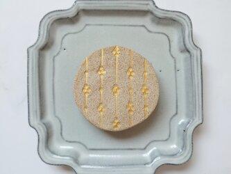 つぼみ4(ナチュラル) 陶土ブローチの画像