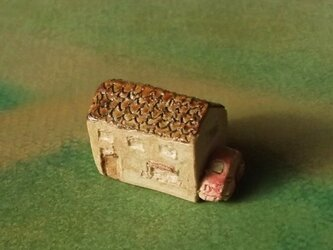 陶の家-ピンクの車付きの画像