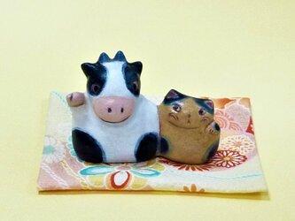 牛さんと一緒に(連れ招き)の画像