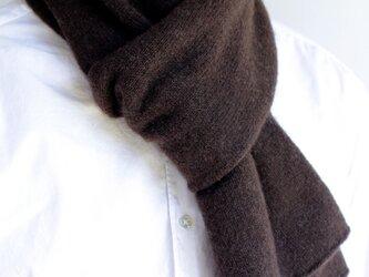 手編み機でヤクの糸を編んだ細巾ストール ダークブラウンの画像