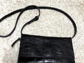クロコ型押しレザーの2way長財布の画像