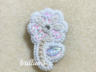 ビーズ刺繍  小花のブローチ ホワイトの画像