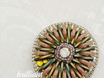 ビーズ刺繍  コスモスのブローチの画像