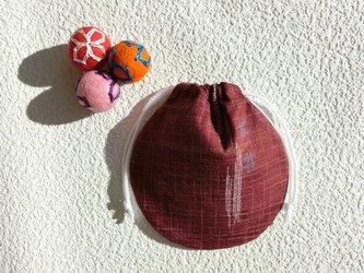 ミニ巾着  エンジ色トンボ柄 ① 御守り 小物収納 プレゼントにも の画像