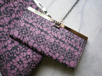 ラベンダーピンクに黒のレース模様の長財布(文鎮口金)ー ウールの着物からの画像