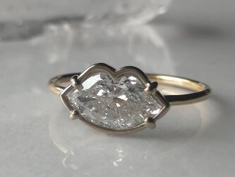 リップスシェイプダイヤモンドリングの画像