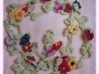 *葉っぱとお花のラリエット* ミントグリーンの画像