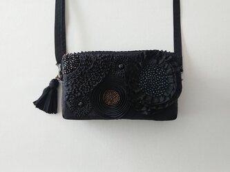 black ribbon flower pochette [横型]の画像