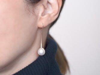 Drop pearl hook earringsの画像