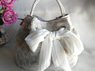 大きなリボンのクシュっとポーチ バッグ ☆ホワイトダマスク柄☆国内から発送の画像
