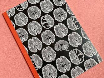 A5判 レース模様の様な『脳柄』ノートの画像