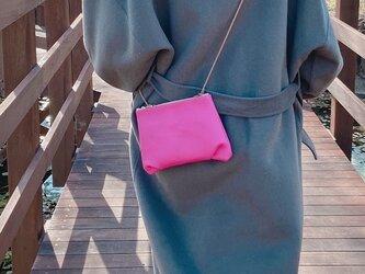 クロワッサン ミニ サコッシュ 本革 スマホポーチ マゼンタピンクの画像