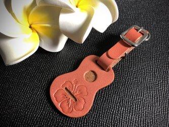ウクレレ型の革タグ(ストラップ、キーホルダー)ピンク ハイビスカス柄の画像