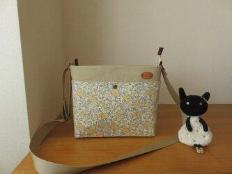 リバティ フェリシテとバイオウオッシュ加工帆布のショルダーバッグの画像