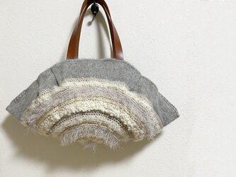 クリーミーな円編みふわふわかばんの画像