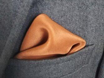 刈安・胡桃染 シルクポケットチーフの画像