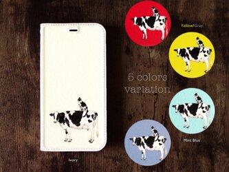 ★手帳型ケース★牛さんと牛柄ネコさん iPhone12Pro〜選択可能 iPhoneケースの画像