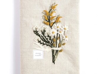 shimontowasamo/ある日の道草、花束にして。 刺繍ブックカバー【受注制作】の画像