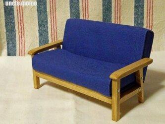 ドール用ソファ2人掛け(色:ブルーベリーブルー×オーク) 1/12ミニチュア家具の画像