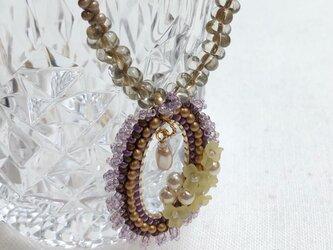 ビーズステッチ 小花ネックレス フルール イエローパープル 楕円 の画像