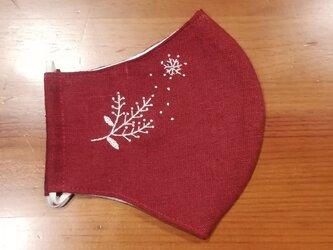 手刺繍☆きれいな横顔☆リネンの立体マスク(雪の結晶、バーガンディ)の画像
