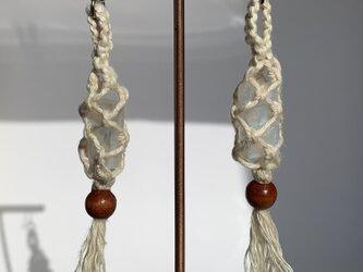 ドリームタイムに生まれたムーンストーンのヘンプ編みピアス♪の画像