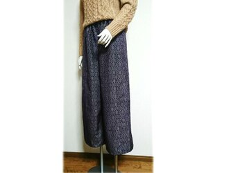 77 履くと可愛い大島紬ワイドパンツ(紫系・幾何学柄)の画像