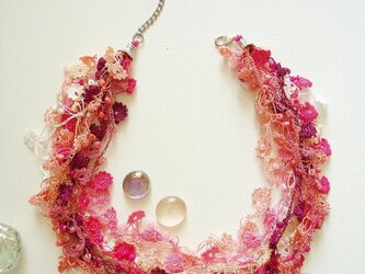 ビジューの刺繡ネックレス フラワー・ジュエル ピンクミックスの画像