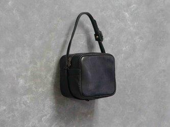 ITALY革natural BLKキューブポシェット◎内装キーホルダー付き:ポケット機能充実しています。の画像