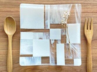 「カケラを集めて」 白とマーブルのモザイクガラス皿  ガラス工芸 食器 小物置き 小皿 プレート お皿 ギフトの画像
