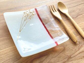 「層雲-茜-」 白色とマーブルとルビー色のガラス皿 食器 ガラス工芸 お皿 プレート ギフト 小物置きの画像