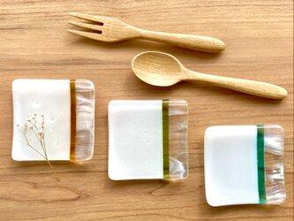 「春の訪れ」 白色とマーブル新緑色•若草色•黄金色の小皿(3枚セット)薬味皿 箸置きの画像