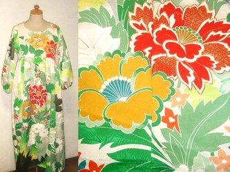 着物リメイク♪洋花が素敵な振袖ワンピース♪ハンドメイド♪花柄、シルク、振袖の画像