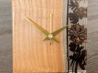 木の実の小物時計(クワ)の画像