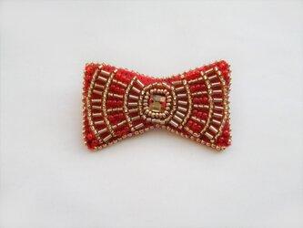 小さなリボン型ビーズ刺繍のブローチ(レッド)の画像