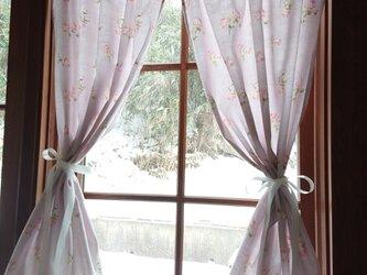 ジャガード織り♪ペールラベンダー薔薇の両開きカフェカーテン(サテンリボンクリップ付き♪)の画像