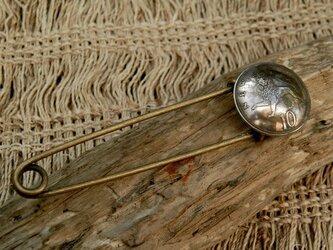 #B49 UK Coin Broochの画像