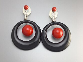 【sv925】漆イヤリング 赤黒 ダブル スイング 大きめ 漆アクセサリー : ソフトタッチ無痛イヤリング金具使用の画像