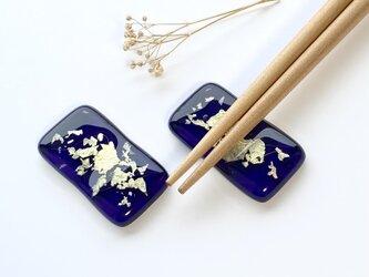 「銀河」銀箔と濃紫ガラスの箸置き(2個セット)群青 藍の画像