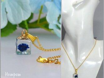 20n017 青い一輪の花のネックレス ホムポムの画像