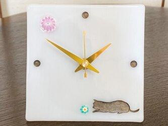 寝そべる猫の小物時計(乳白色)の画像