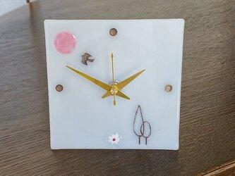 羽ばたく鳥の小物時計(乳白色)の画像
